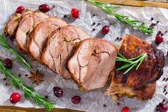 可口火鸡肉肉卷在切片,特写镜头切开了 免版税库存图片