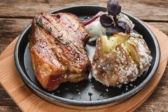 可口烤肉与装饰 美国食物 库存图片