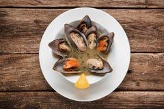 可口热的淡菜汤 bufala食物意大利地中海无盐干酪 库存图片