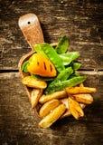 可口煮熟的菜旁边服务  免版税库存图片