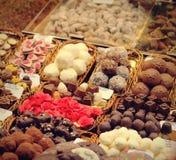 可口甜点的选择在梅卡Sant何塞普de la Boqueria -巴塞罗那,西班牙 免版税库存照片
