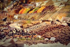 可口甜点的选择在梅卡Sant何塞普de la Boqueria -巴塞罗那,西班牙 免版税图库摄影