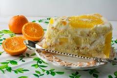 可口白色果冻果子橙色蛋糕 库存图片