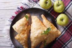 可口自创苹果饼转交特写镜头 水平的名列前茅vi 库存照片