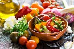 可口茄子食物油煎了素食烤蘑菇滋补鲜美蕃茄有用的蔬菜 免版税库存照片