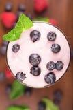 可口蓝莓yougurt 库存照片