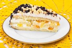 可口蛋糕用果子、打好的奶油和黑人 库存照片