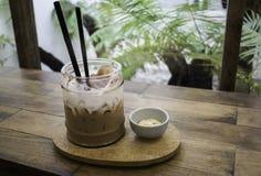 可口被冰的咖啡用曲奇饼 免版税库存照片