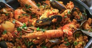 可口西班牙海鲜肉菜饭极端接近的视图  免版税库存照片