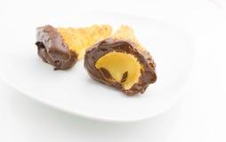 可口西西里人的cannolo cannellino甜点用酥皮点心榛子 免版税库存图片