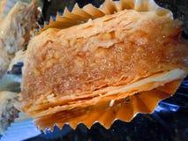 可口金黄层状果仁蜜酥饼 库存图片