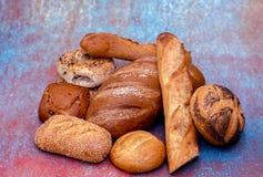 可口金黄有壳的面包分类 库存照片
