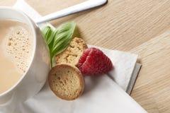 可口食物和茶 免版税库存照片