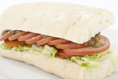 可口香肠三明治用沙拉 免版税库存图片