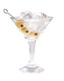 可口鸡尾酒用橄榄和冰块在马蒂尼鸡尾酒玻璃在白色背景 免版税库存照片