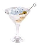 可口鸡尾酒用橄榄和冰块在马蒂尼鸡尾酒玻璃在白色背景 免版税图库摄影