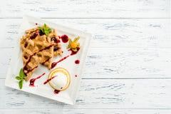 可口,开胃维也纳在wh的奶蛋烘饼用果酱和薄菏 库存图片