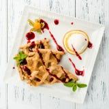 可口,开胃维也纳在wh的奶蛋烘饼用果酱和薄菏 免版税库存照片