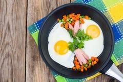 可口,快和在木桌上的健康早餐 库存照片