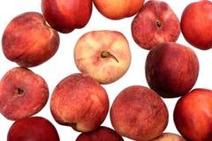 可口水多的成熟在白色背景隔绝的nitirin和桃子 库存照片