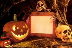 可怕万圣夜南瓜、头骨和鬼魂与空白的标志 免版税库存图片