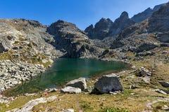 可怕湖和Kupens的全景锐化, Rila山 免版税图库摄影