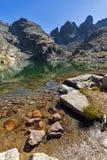 可怕湖和Kupens的净水锐化, Rila山 免版税库存照片