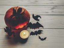 可怕的万圣节 与鬼魂棒的黑暗的鬼的起重器灯笼南瓜 库存照片