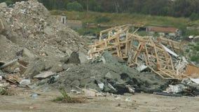 可怕的地震后果 被拆毁的修造的片断堆  废储蓄 股票录像