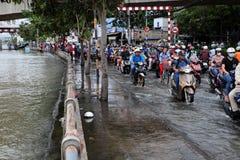 可怕的被充斥的街道在胡志明市 库存图片