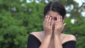 可怕的被注重的女性西班牙少年 股票视频