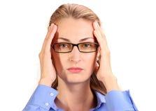 可怕的头疼 成熟的商业妇女对负顶头在手上 免版税库存图片