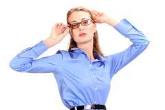 可怕的头疼 成熟的商业妇女对负顶头在手上 库存图片
