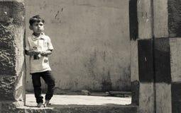 可怜的印地安街道男孩 免版税库存照片