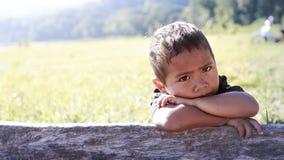 可怜的孩子画象从巴厘岛,印度尼西亚的一个农村部分的 图库摄影