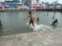 可怜的孩子的幸福在孟加拉国 免版税库存照片