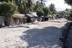 可怜的小屋海草收集者,努沙Penida,印度尼西亚 免版税库存照片