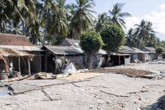 可怜的小屋海草收集者,努沙Penida,印度尼西亚 图库摄影
