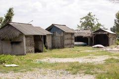 可怜的小屋海草收集者,努沙Penida,印度尼西亚 免版税库存图片