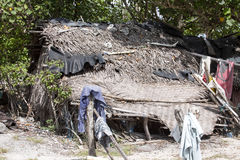可怜的小屋海草收集者,努沙Penida,印度尼西亚 库存照片