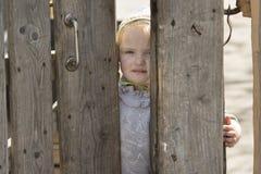 可怜的矮小的农村女孩 免版税库存图片