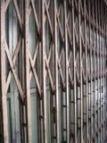 可折叠的门老生锈 免版税图库摄影