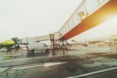 可撤回的梯子在多莫杰多沃机场 库存照片