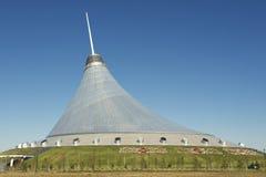 可汗Shatyr大厦的外部在阿斯塔纳,哈萨克斯坦 库存照片