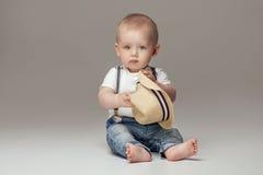 可爱一点男婴摆在 库存照片