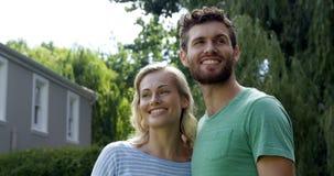 年轻可爱夫妇谈话 股票录像