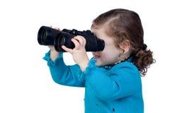 可爱婴孩双筒望远镜女孩查找 库存照片
