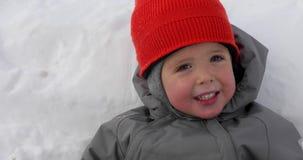 可爱宝贝白雪背景微笑 影视素材