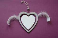 可爱日的重点成螺旋形华伦泰 顶视图 有翼的美丽的心脏玩具,任何目的了不起的设计 免版税库存图片