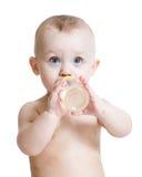 可爱瓶儿童喝 库存图片